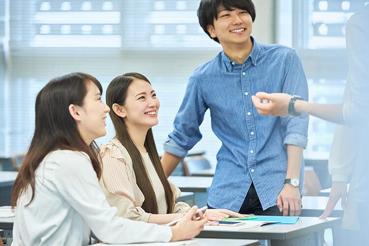 インビザラインで治る症例のでこぼこした歯並び